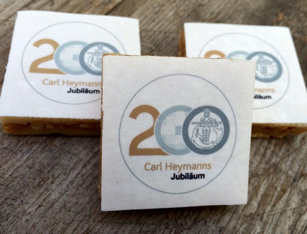 Jubiläumsaktion mit bedruckten Keksen im Corporate Design des Unternehmens
